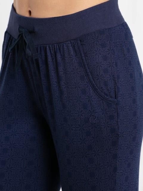 Classic Navy Slim Fit Capri